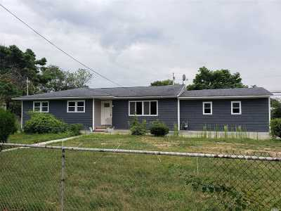 Brentwood Single Family Home For Sale: 168 Suffolk Ave