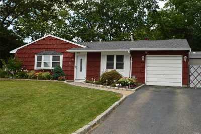 Farmingville Single Family Home For Sale: 73 Rosemont Ave