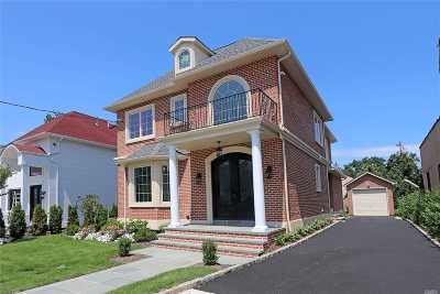 Great Neck Single Family Home For Sale: 107 Steamboat Rd