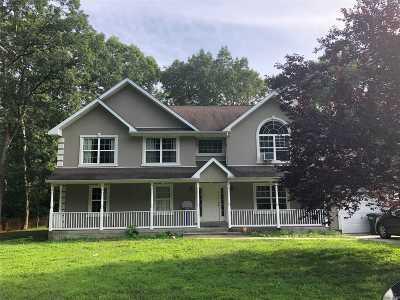 Huntington Single Family Home For Sale: 7 Denmark Ct