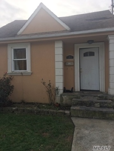 Nassau County Single Family Home For Sale: 104 Mirin Ave