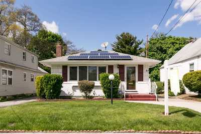 Nassau County Single Family Home For Sale: 85 W Marshall St