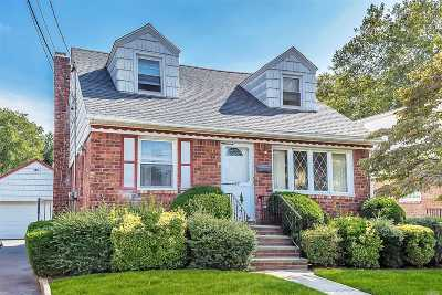 Mineola Single Family Home For Sale: 57 Lincoln Ave