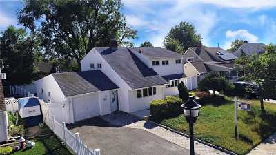 Wantagh Single Family Home For Sale: 25 Disc Ln