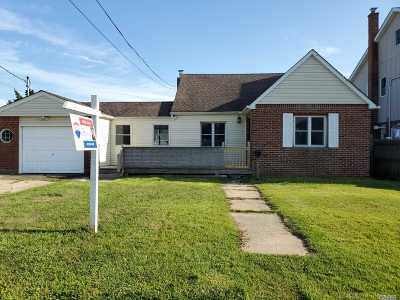 Amity Harbor NY Single Family Home For Sale: $209,900