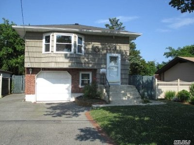 West Islip Single Family Home For Sale: 825 E Bay Dr