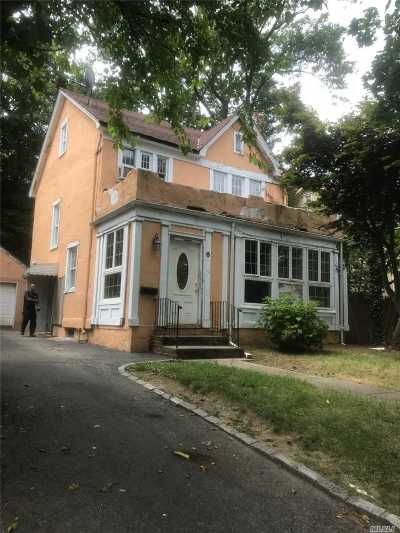 Great Neck NY Single Family Home For Sale: $699,900