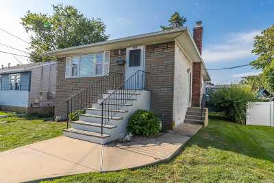Oceanside Single Family Home For Sale: 269 Waukena Ave