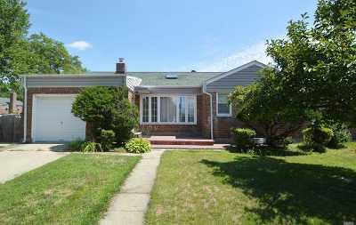 Douglaston Single Family Home For Sale: 63-27 253rd St