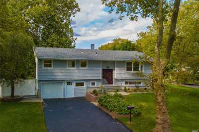 Dix Hills Single Family Home For Sale: 2 Cedar Crest Dr