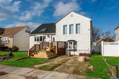 Freeport Single Family Home For Sale: 52 Martha St