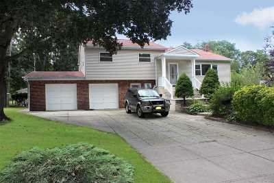 Commack Single Family Home For Sale: 18 Iroquois Ln