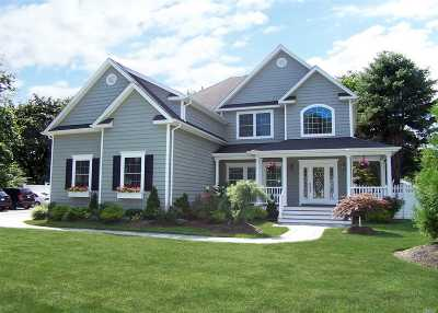 Smithtown Single Family Home For Sale: 10 Everit Pl