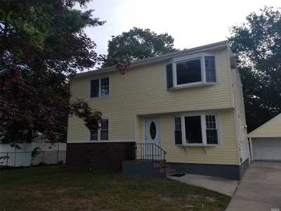 Bay Shore Single Family Home For Sale: 1275 Saxon Ave