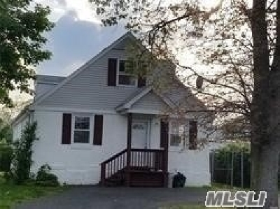 Wyandanch Single Family Home For Sale: 44 S 18th St