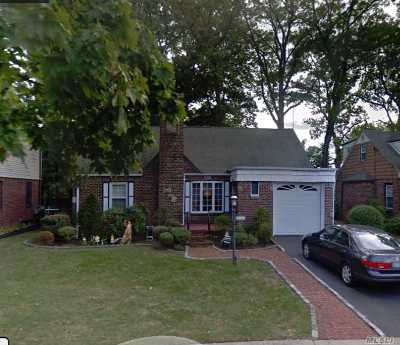 W. Hempstead Single Family Home For Sale: 417 Coolidge St
