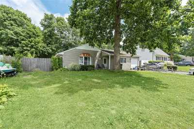 Shirley Single Family Home For Sale: 33 Westwood Dr