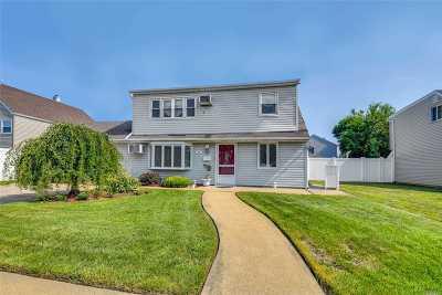 Massapequa Single Family Home For Sale: 37 Saint Marks Pl