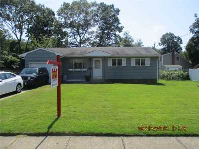 Bay Shore Single Family Home For Sale: 8 Sorowoc Ln