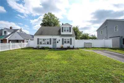 Levittown NY Single Family Home For Sale: $459,900