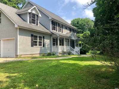 Smithtown Single Family Home For Sale: 833 Meadow Rd