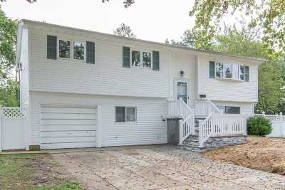 Brentwood Single Family Home For Sale: 46 Laurie Rd