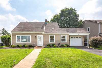 Levittown Single Family Home For Sale: 288 N Newbridge Rd