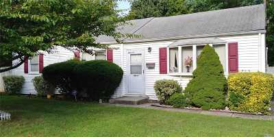 Brentwood Single Family Home For Sale: 11 Winthrop Rd