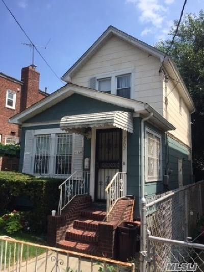 Single Family Home For Sale: 77-07 160th St