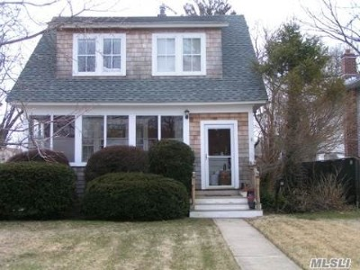 Massapequa Single Family Home For Sale: 38 N Baldwin Pl