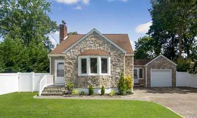 West Islip Single Family Home For Sale: 530 Myrtle Ave