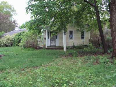 Melville Single Family Home For Sale: 16 Scott Dr