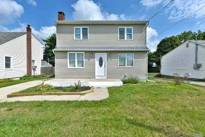 Patchogue Single Family Home For Sale: 43 Harris St