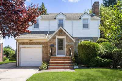 Lynbrook Single Family Home For Sale: 80 Grace Ave