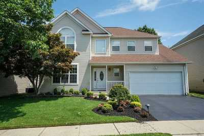 Melville Condo/Townhouse For Sale: 192 Cranberry Ct
