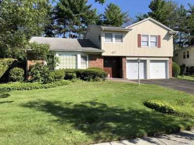 Manhasset Hills Single Family Home For Sale: 11 Brookfield Rd