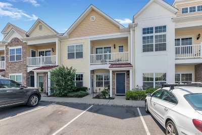 Patchogue Condo/Townhouse For Sale: 66 Barley Ln