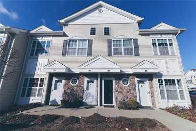 East Meadow Condo/Townhouse For Sale: 425 Autumn Dr