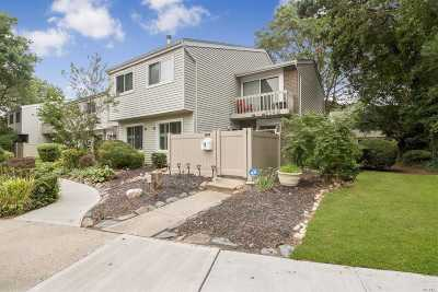 Holbrook Condo/Townhouse For Sale: 204 Springmeadow Dr #M