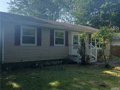 Mastic Beach Single Family Home For Sale: 126 Magnolia Dr