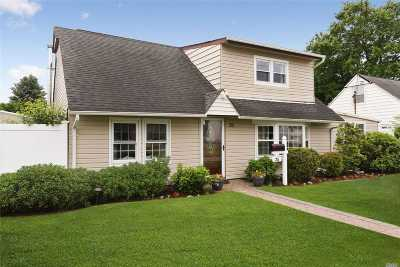 Bethpage Single Family Home For Sale: 25 Motor Ln