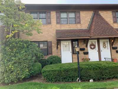 Copiague Condo/Townhouse For Sale: 216 Mariners Way #216