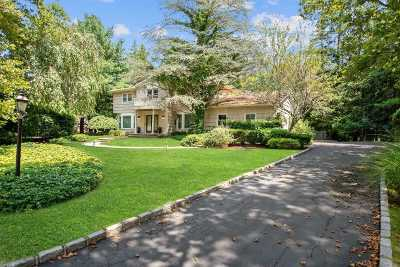 Melville Single Family Home For Sale: 6 Claverton Ct