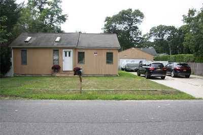 Mastic Beach Single Family Home For Sale: 146 Cypress Dr