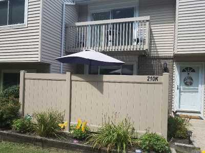 Holbrook Condo/Townhouse For Sale: 210 Springmeadow Dr #K