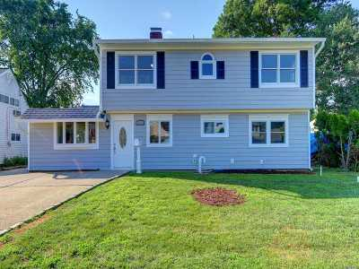 Carle Place, Westbury Single Family Home For Sale: 18 Prince Ln