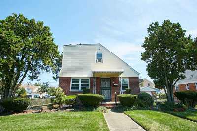Bellerose, Glen Oaks Single Family Home For Sale: 8303 248 St