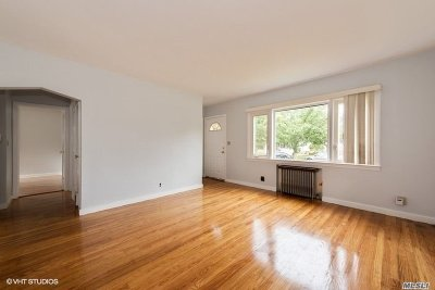 Merrick Single Family Home For Sale: 139 Stuyvesant Ave