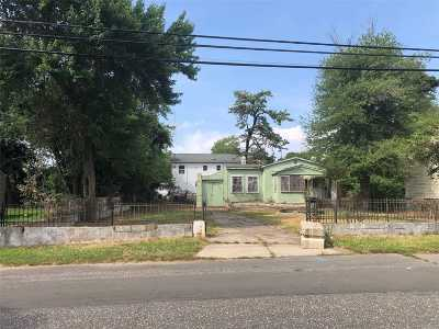 Wyandanch Single Family Home For Sale: 96 Jefferson Ave