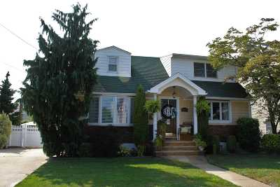 Franklin Square Single Family Home For Sale: 115 Barrymore Blvd